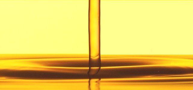 Vegetable oil drip liquid into oil